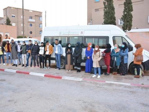 جماعة تيزنيت تنظم عملية نقل الطلبة