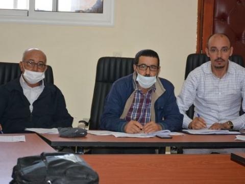 عقدت لجنة لجنة المرافق العمومية والخدمات برئاسة السيد الطيب نافع رئيس اللجنة